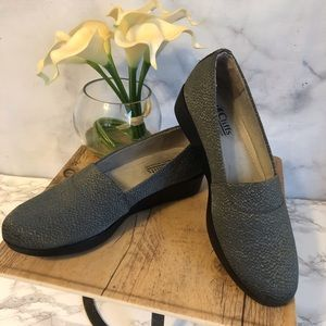 3/$20 Cliffs by White Mountain Gray Fabric Loafers